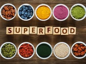 話題のスーパーフードの効果とは?おすすめのプロテインや生酵素スムージーもご紹介