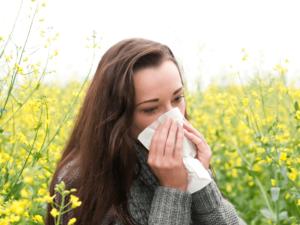 花粉症でおこる肌荒れの原因って?症状と詳しい対策方法