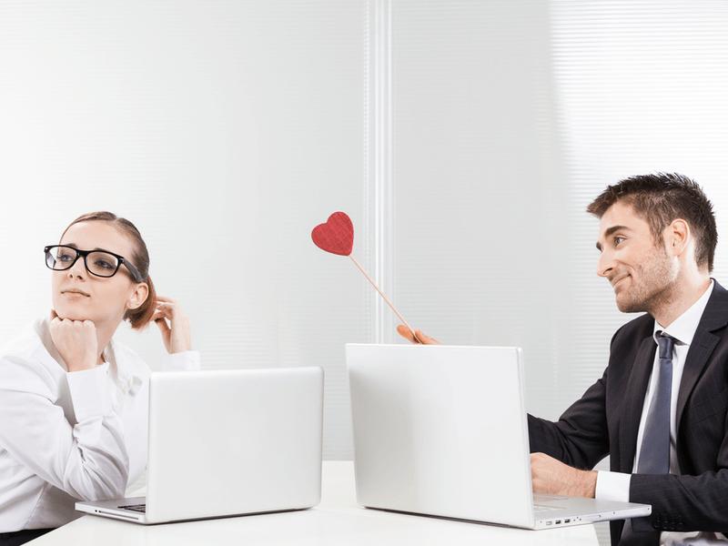社内恋愛は隠した方がいい?その理由や隠す方法とは