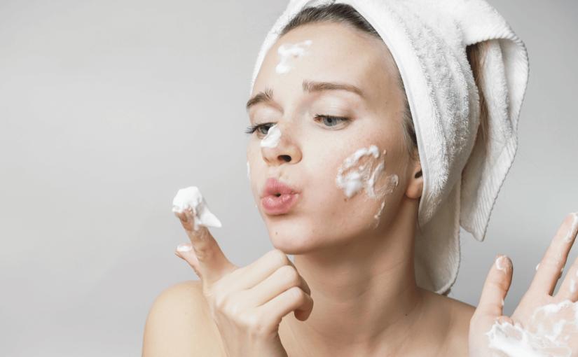 ニキビ肌からさよならできる!正しい洗顔方法とNGポイント