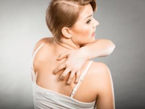 背中ニキビの原因と治し方、皮膚科での治療法をご紹介