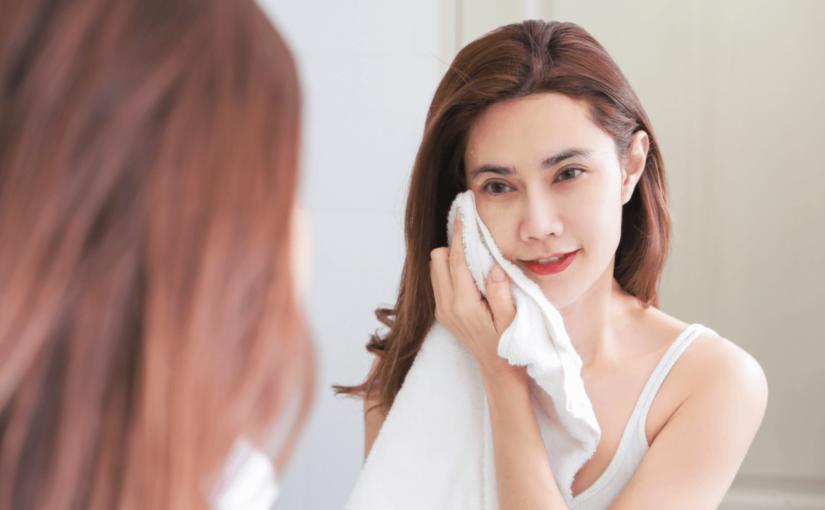 顔がくすむ原因とは?化粧品からツボまでタイプ別にみるくすみの解消法をご紹介