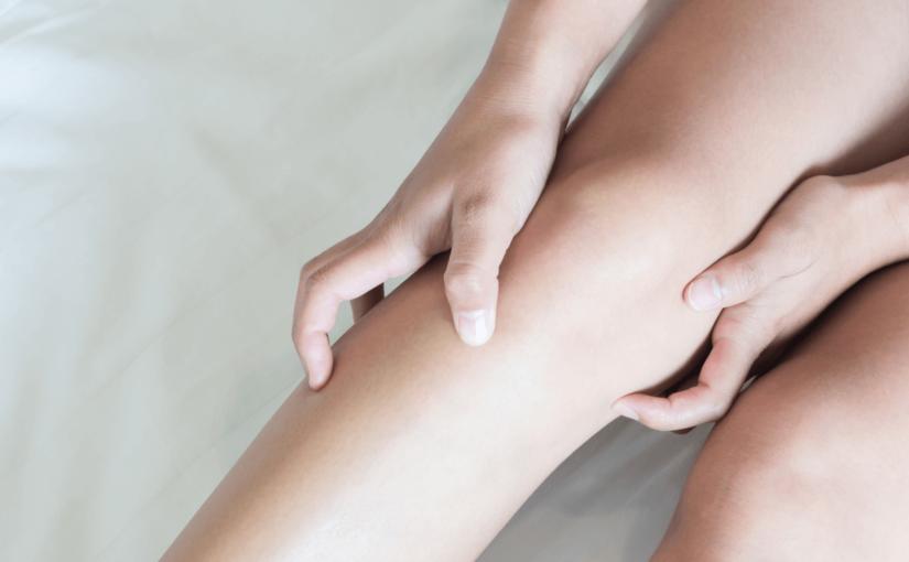 膝の黒ずみの原因ってなに?予防とケア方法