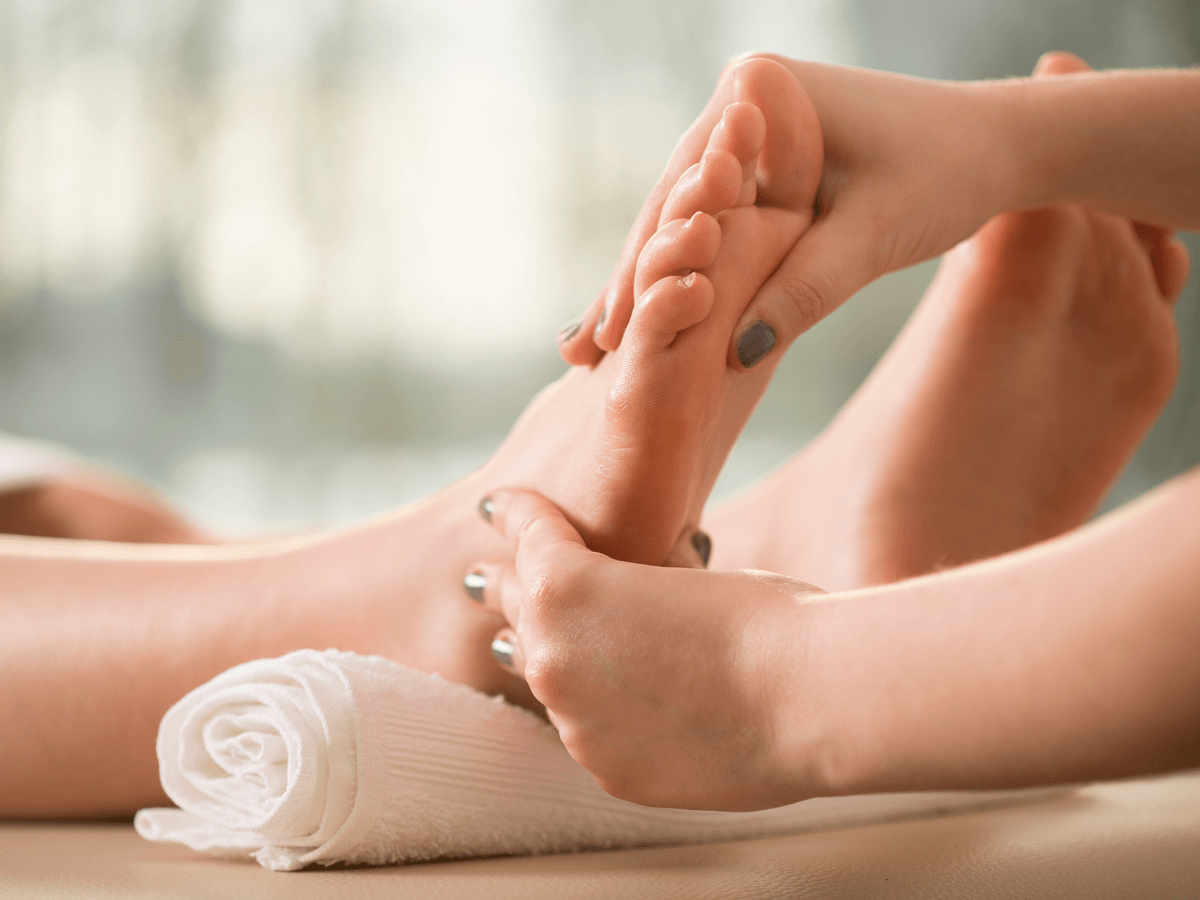 これって病気?「手汗」の原因と対策を知ってサラサラ肌になろう!