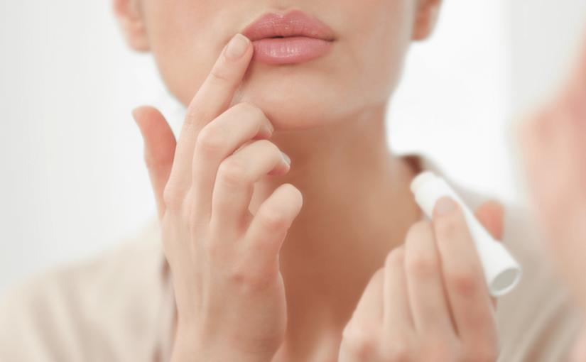口の周りの乾燥の原因は?粉吹き・赤みから肌を守るための4つの対策