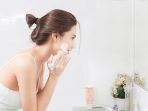 ダブル洗顔は本当に必要?人気のおすすめクレンジング11選&洗顔4選