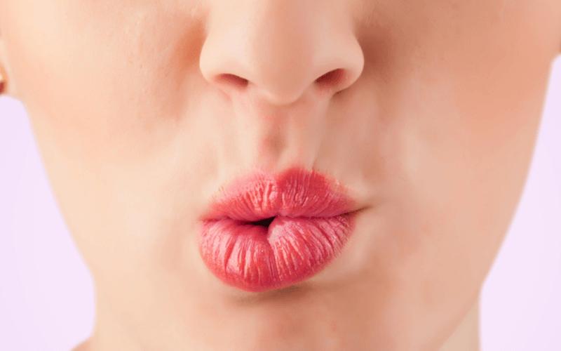 秘訣は恥ずかしがらないこと!フェイシャルヨガの持つ効果とポーズの方法